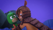 Armadillain carrying Gekko