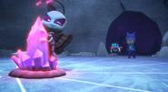 Motsuki controls the crystal