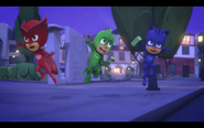 PJ-masks-the-lizard-theft-victory-pose