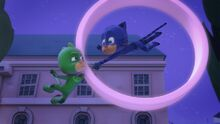 Gekko frees Catboy from the moon ring