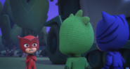 Owlette tries to convince the boys that it's really her.