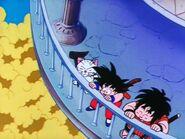 Pierwotna Kinto unosząca się u szczytu Wieży Karin