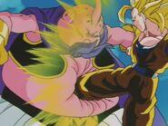 Goku SSJ3 kontra Majin Bu (18)