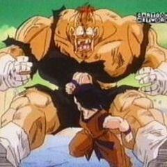 Gokū atakuje Recoome'a z łokcia w brzuch