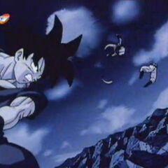 Gokū przecina potwora Kienzan.