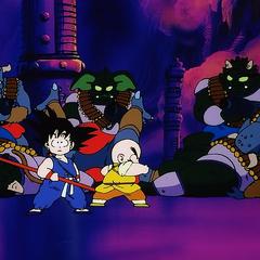 Goku i Kuririn walczą.