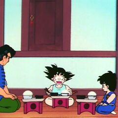 Je śniadanie wraz z synem i z Gokū