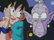 Rō Kaiōshin (13) Gokū proponuje mu pomacanie Bulmy (DBZ, odc. 250)