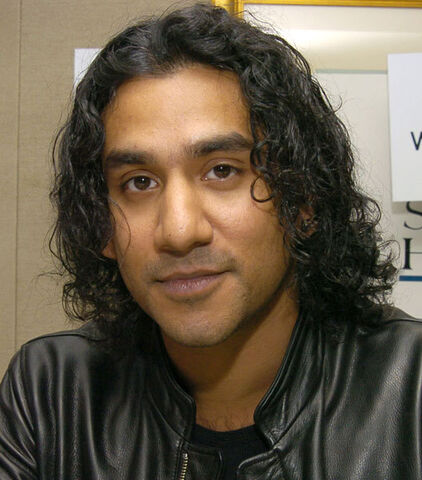 File:Naveen Andrews.jpg