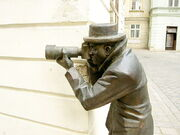 800px-Bratislava Bronze Paparazzo