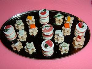 File:Hors D'Oeuvres Mirror Tray.jpg