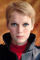 Mia-farrow-short-blonde-celebrity-hair-stylist