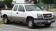 800px-2003-2005 Chevrolet Silverado -- 09-03-2010