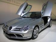 799px-Mercedes-Benz SLR McLaren 2 cropped 12 2013 19