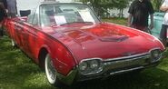 800px-'61 Ford Thunderbird Convertible (Auto classique Laval '10)