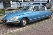 800px-Citroen DS blue