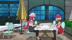 Aria aan het eten met Serena XY064