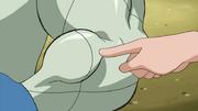 근육을 만지는 벨