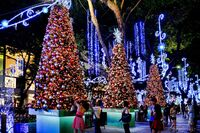 Singapore-christmas-lights-on-the-orchard-road