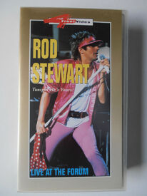 4-FRONT-VIDEO-ROD-STEWARD-LIVE-AT