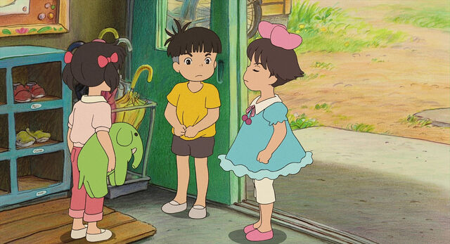 File:Sosuke mellan Kumiko höger and Karen vänster på skola.jpg