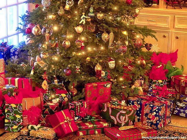 File:Christmas-Gifts.jpeg