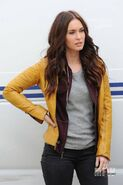 Megan-fox-teenage-mutant-ninja-turtles-april-oneil-yellow-jacket-400x600