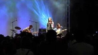 "Poppy performing ""Kids"" at Vidcon 2012"