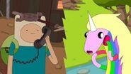 Finn i jednorozek telfonuja