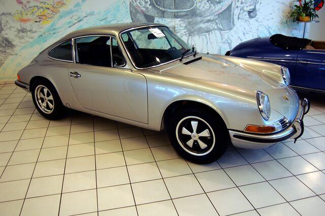 File:1969 silver Porsche 911E coupé.jpg