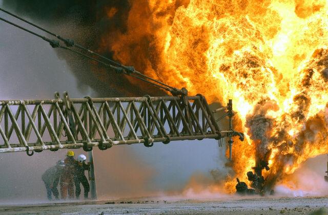 File:Kuwait Burning Oil fields.jpg