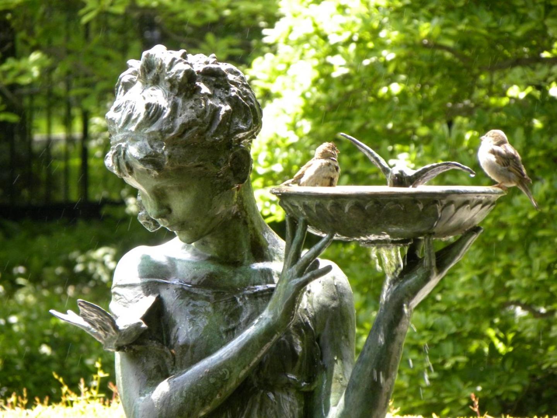 49113 Garden Statue Beautiful Girl And Little Birds 1440x900