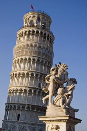 Leaning-tower-and-fountain