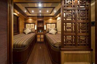 Luxury yacht charter leo fun twin cabin