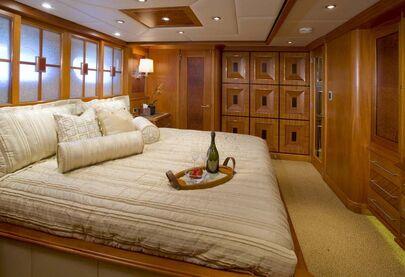 FOXHARBR - VIP suite