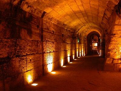 Western-wall-tunnels3-cc-ramikey