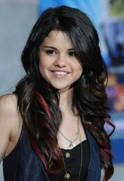 Selena-Gomez-Long-Wavy-Hairstyles