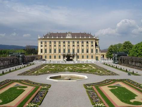 P153041-Vienna-Privy Garden