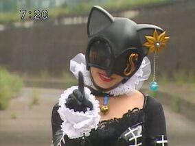 Lady Gold Cat Ryukendo