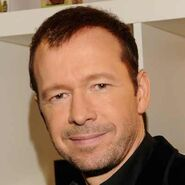 Donnie-Wahlberg-17121732-1-402