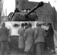 PzKpfw V Panther z kościołem w tle