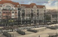 Wilhelmplatz - pocztówka - parada