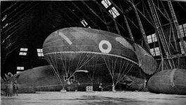 Balony w hangarze