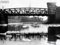 Most Chwaliszewski - w głebi port rzeczny