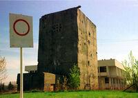 008 - Poniemiecka centrala telefoniczna z czasów II wojny, ze zbrojonego betonu, która stoi na osiedlu Kosmonautów