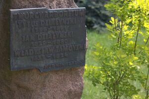 Arboretum w Kórniku tablica założyciele