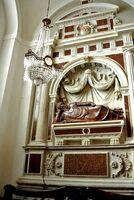 Kaplica-Świętej-Trójcy-Nagrobek-Konarskiego1