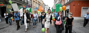 Z9811723Z,Poznan--ul--Wroclawska---happening-uczestnikow-Kongresu