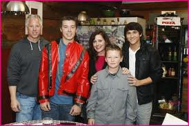 File:Luke Mitchel and his Family.jpg