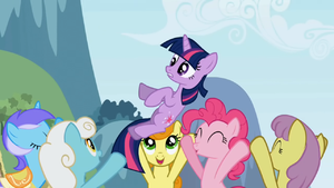 Twilight being carried by ponies S1E3